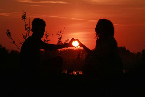 wallpaper sunset couple 15 pictures of love couples at sunset couple sunset