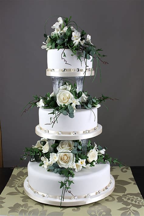 Traditional Wedding Cakes by Robineau Patisserie Wedding Cake Designers