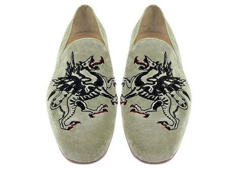 Harga Levis Picasso keren desainer prancis luncurkan koleksi sepatu bordir