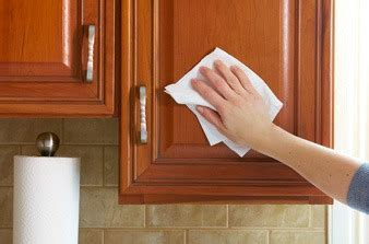 how to clean the kitchen cabinets cleaning kitchen cabinets