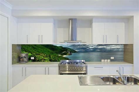 Back Painted Glass Kitchen Backsplash by Une Cr 233 Dence Cuisine Voyez Les Meilleurs Id 233 Es Archzine Fr