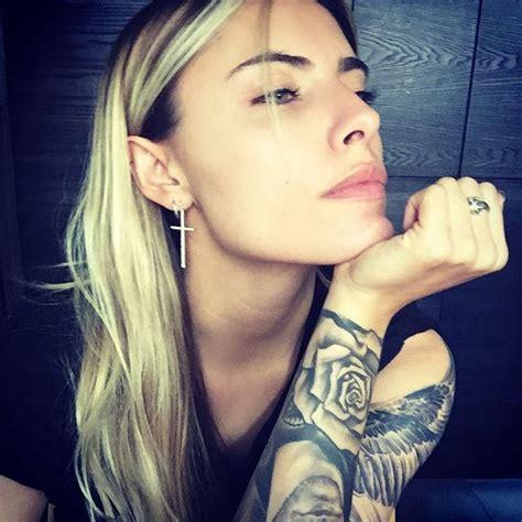 julie johnston tattoo behind ear sophia thomalla instagram http sizlingpeople com wp