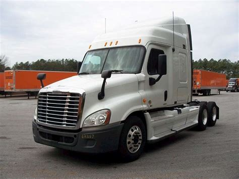 Freightliner With Sleeper by 2011 Freightliner Cascadia 113 Sleeper Semi Truck For Sale