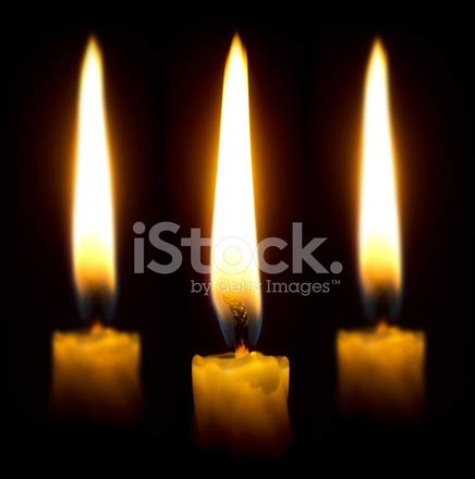 candele accese candele accese nel buio fotografie stock freeimages