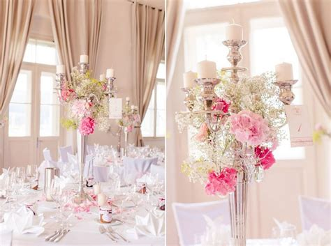 Hochzeitsdeko Lachsfarben by Hochzeits Tischdeko Mit Gro 223 Em Silbernen Kerzenst 228 Nder Und