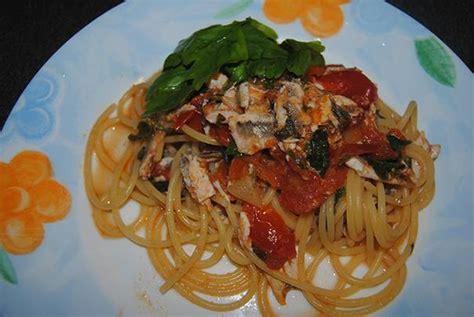 cucinare spaghetti spaghetti con alici e pomodorini cucinare it