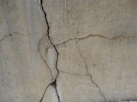 crepe nel soffitto come riparare le crepe nel cartongesso brico it