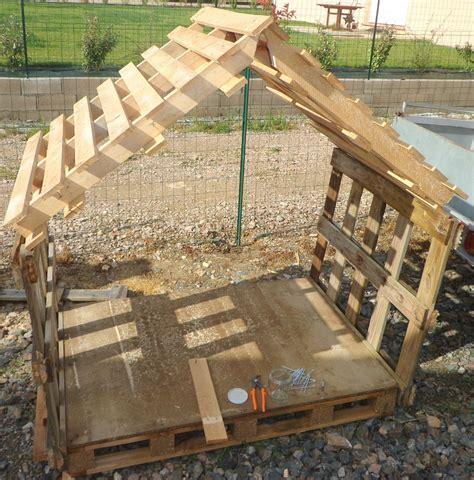 Construire Une Cabane Avec Des Palettes by Construire Une Cabane En Palette De Bois