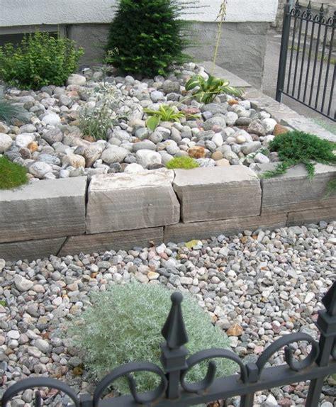 12 Attractive Garden Edging Ideas With River Stones That River Rock Garden