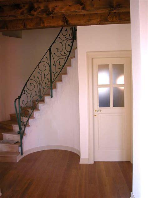 scala rivestita in legno oltre 25 fantastiche idee su ringhiere delle scale in