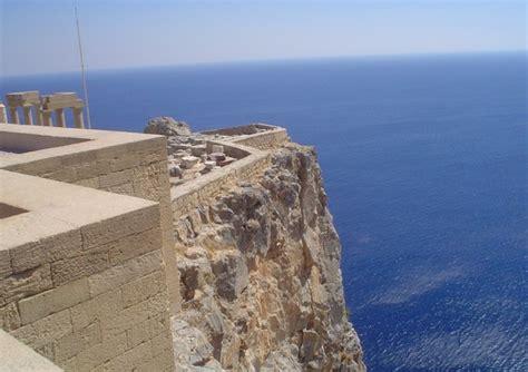 turisti per caso rodi veduta da quot lindos quot isola di rodi grecia viaggi