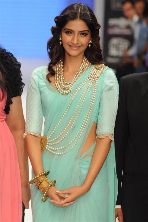 bollywood actress birthday in january happy birthday to sonam kapoor june 9 hd wallpapers