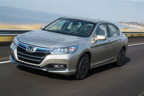 how the honda accord s innovative hybrid system works honda explains why 2014 accord phev is 70 more fuel efficient than conventional version