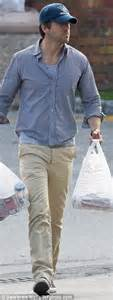 blake lively and ryan reynolds dress down to buy groceries