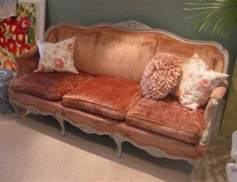 vintage pink velvet sofa    cranberry sofa