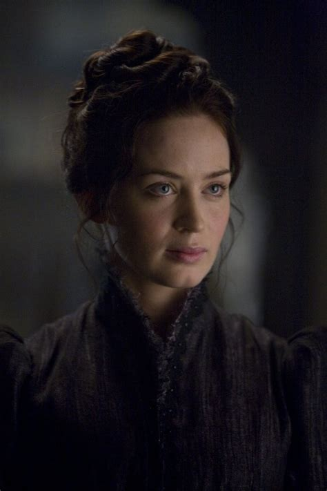 daphne hair on fraser still of emily blunt in the wolfman as claire fraser