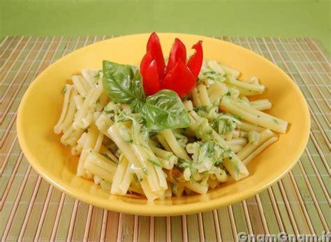 fiori di zucca con pasta pasta con zucchine e fiori di zucca la ricetta di gnam gnam