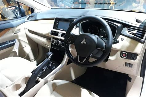 mitsubishi mpv interior foto lengkap quot mpv murah quot mitsubishi expander berita otomotif