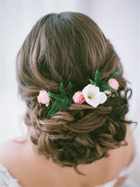 Wedding Hairstyles For Flower by 23 Glamorous Bridal Hairstyles With Flowers Pretty Designs