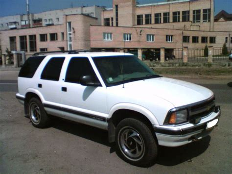 how can i learn about cars 1996 chevrolet s10 interior lighting 1996 chevrolet blazer pictures information and specs auto database com