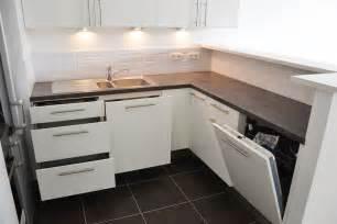 Agréable Amenagement Meuble Sous Evier #4: 717014-cuisine-moderne-petite-cuisine-avec-lave-vaisselle.jpg