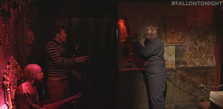 kevin hart haunted house watch jimmy fallon and kevin hart get scared in a haunted