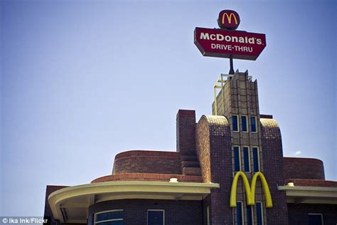 What Time Does Mcdonalds Dining Room Open by Mcdonalds Opts For Turquoise Color Scheme After City