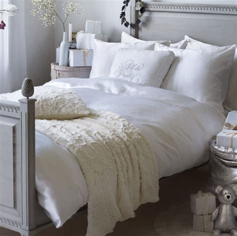 cream and white bedroom 1000 images about black gray and cream bedroom ideas on