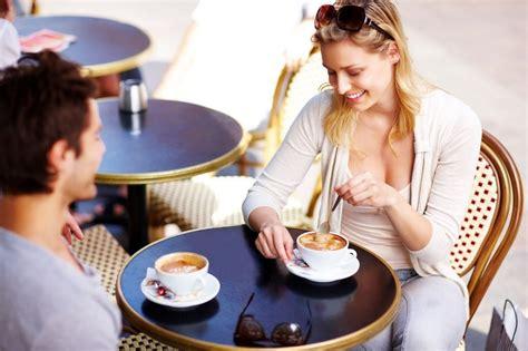 imagenes graciosas tomando cafe amigas tomando cafe hablando wallpaper 2197x1463