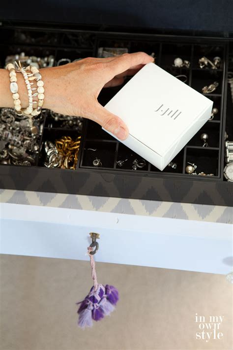 how to organize jewelry in a drawer in own style