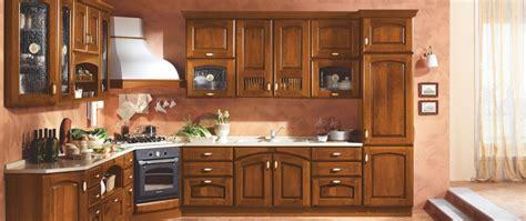 mobili per la cucina cucina in noce un design classico cucine in stile classico
