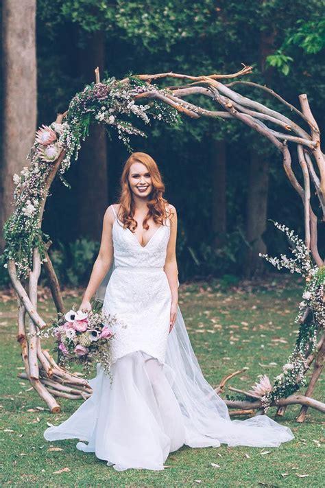 Wedding Arch Anchors by Best 25 Burlap Wedding Arch Ideas On Rustic