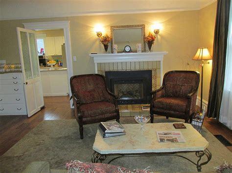 arbor guest house arborhouselivingroom640x480 nancy d brown