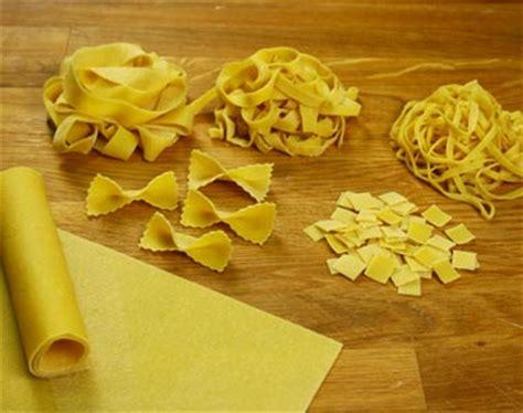 tipi di pasta fatta in casa ottenere diversi formati di pasta fresca all uovo