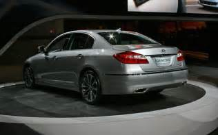 Genesis Hyundai 2012 2012 Hyundai Genesis Sedan Look Motor Trend