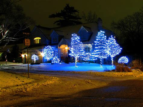 outside christmas lights outdoor decorating tips themes