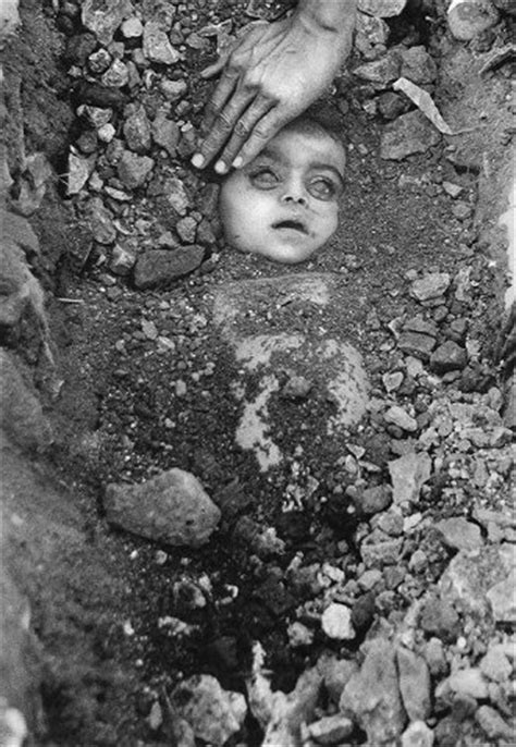 » bhopal gas disaster girl