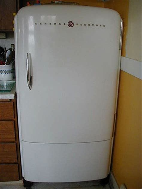 Refrigerateur Smeg 923 by One Day When The Children Left Home And I No Longer