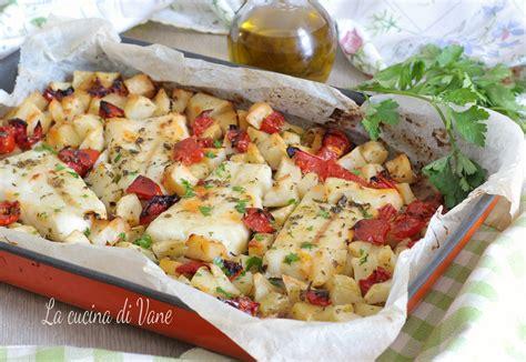 come cucinare il merluzzo al forno merluzzo al forno con patate e pomodorini secondo piatto