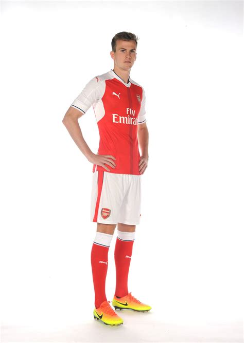 arsenal colors pictures rob holding in arsenal colours news arsenal