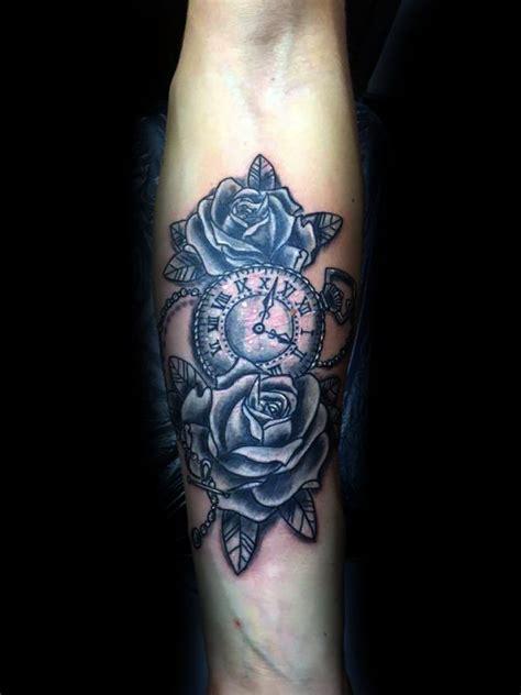 tatuaggi interno coscia tatuaggi dedicati al trascorrere tempo simboli