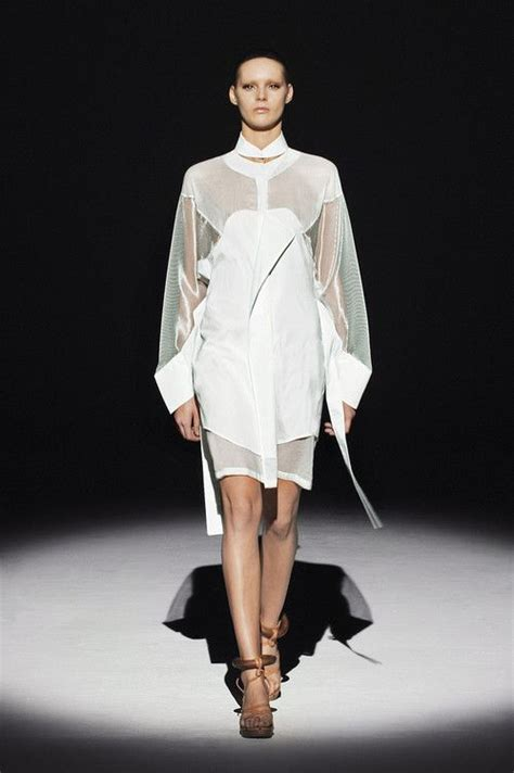 Hussein Chalayans Amazing Fashion And Technology Mix 2 by 17 Best Ideas About Hussein Chalayan On