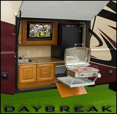 Thor Motor Coach Daybreak Revolutionary Exterior Kitchen Rv With Outdoor Kitchen