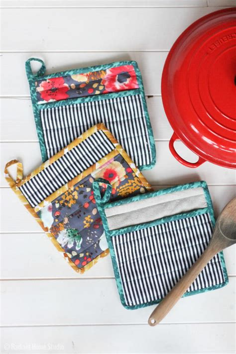 Handmade Sewing Projects - how to sew a simple potholder allfreesewing