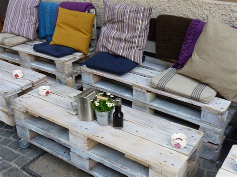 canapé en palette avec dossier comment fabriquer un salon de jardin en palettes recycl 233 es