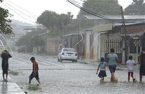 imagenes fuertes ecuador anuncian fuertes lluvias en ecuador sin riesgo de