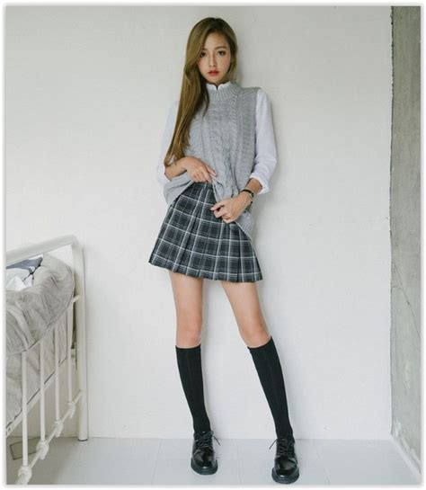 the trendy chick what s the difference plaid vs gingham 10world pleated plaid mini skirt yesstyle i korean
