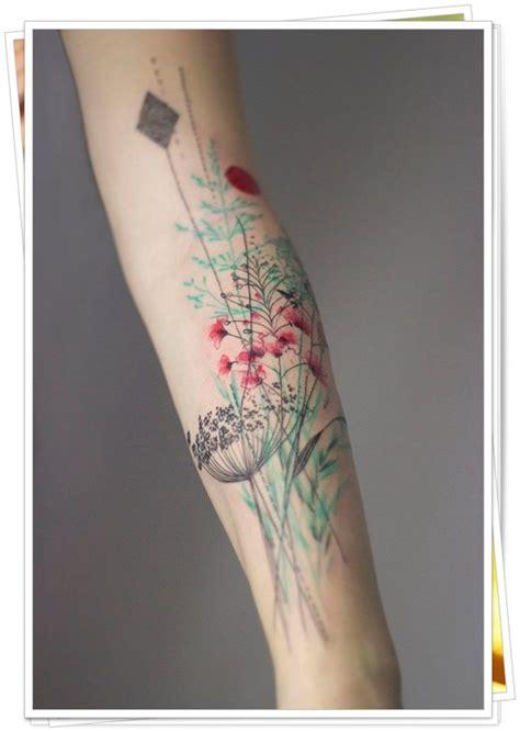 tatuaggio fiori pesco 30 fantastiche idee per tatuaggi floreali e altri disegni