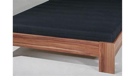 bett mit matratze und rollrost bett sleep nussbaum inkl rollrost und matratze 140x200 cm