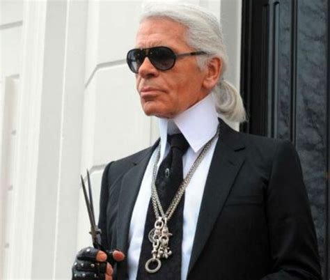 famous designers famous chanel designer karl lagerfeld makes a smooth